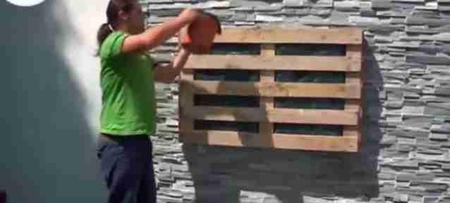 Como hacer los jard n vertical con pal t de madera for Jardines verticales con madera
