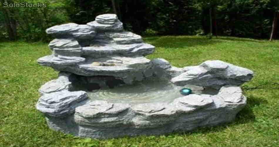 Tipos de fuentes para decorar el jard n for Plasticos para estanques de agua