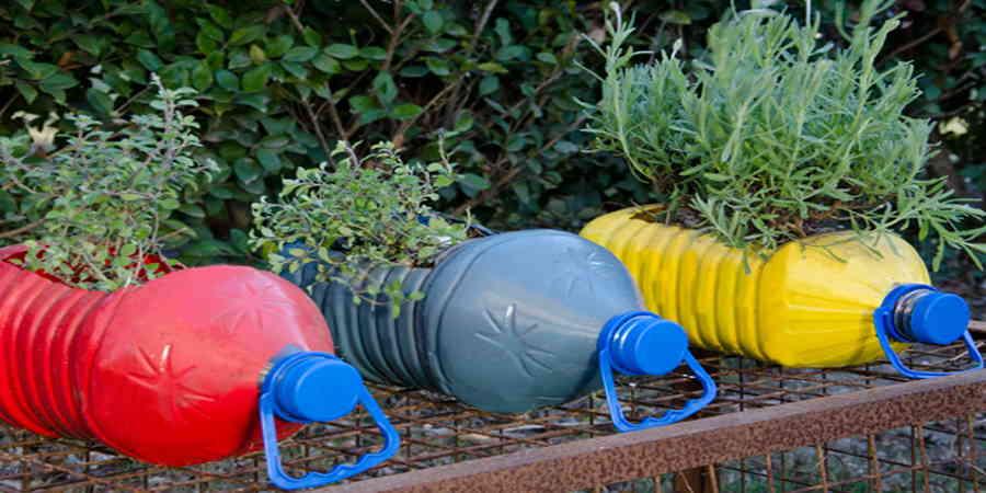 Como hacer un jard n con materiales reciclados for Adornos para jardin caseros