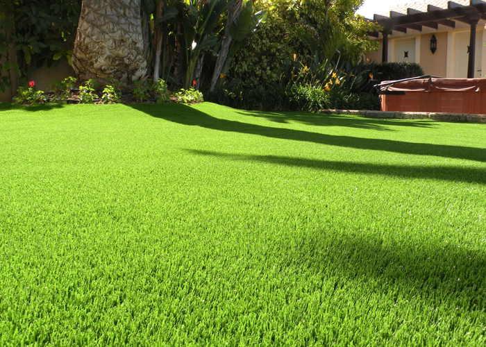 Ventajas y desventajas del c sped artificial en tu hogar for Jardines de cesped artificial